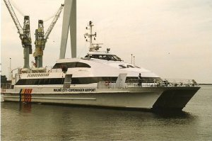 HSC Sifka Viking sejler derudaf.